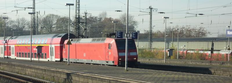 Verkehrsrote Railion Loks  P1050197s9uki
