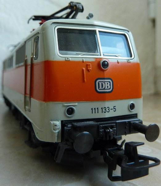111.136: Orange-Beige P1060587pfa07