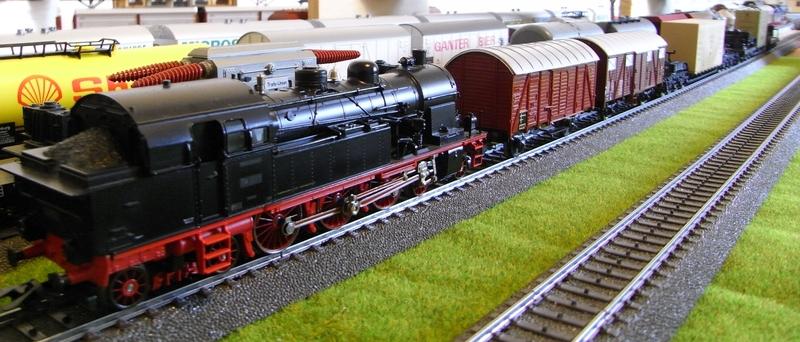Gedeckter Güterwagen Gmh 39 der DB - Märklin #4506 Rimg0020.1a8jm1