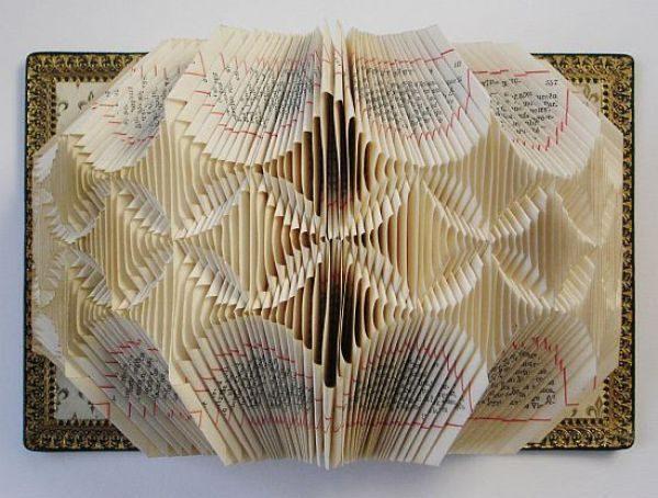 Rzeźby z książek. 25