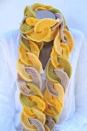 Этот оригинальный вязаный шарф