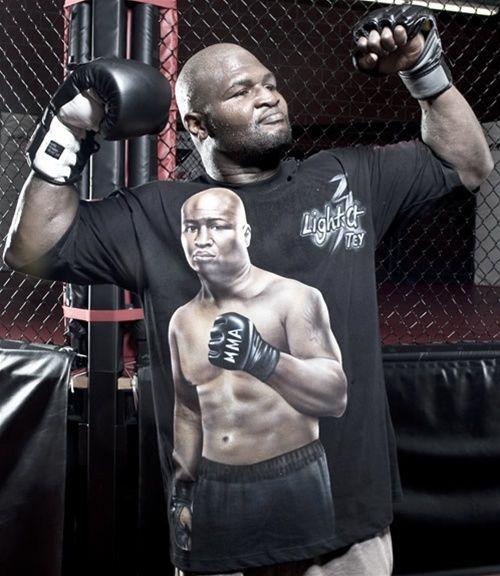 Toney in MMA (Foto via round1mag.com)