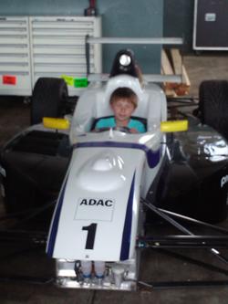 Tizian Schlichting im Formel-Wagen...