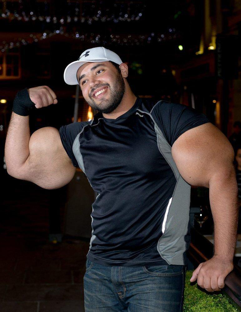 Największy biceps na świecie 10