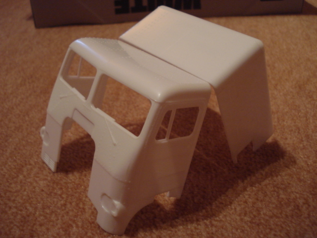 AMT/ERTL: WHITE FREIGHTLINER Dual Drive Truck Tractor